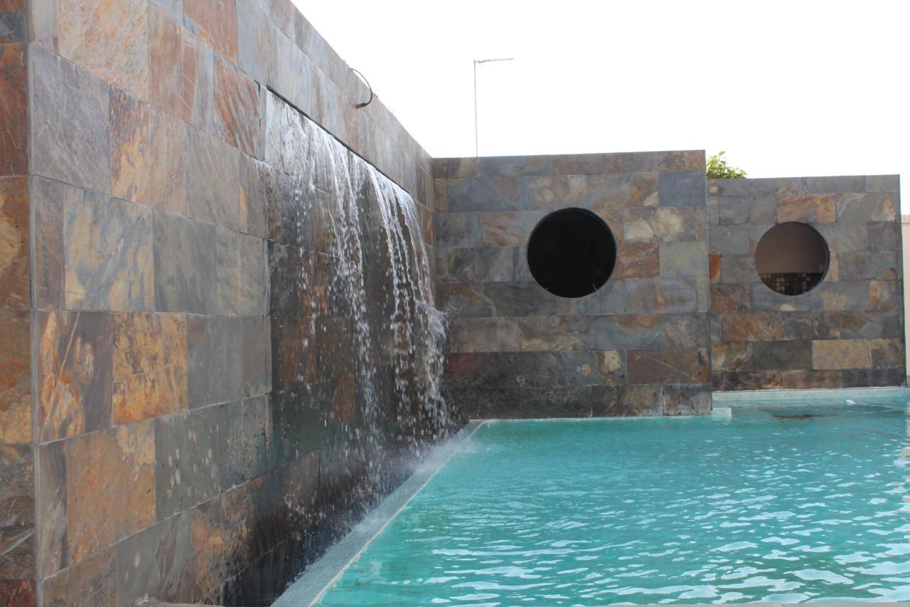 Construcci n de piscinas de obra en hormig n proyectado en - Precio construccion piscina ...
